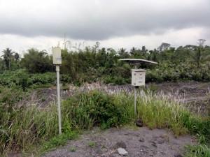 メラピ火山周辺の河川に設置された水位観測装置